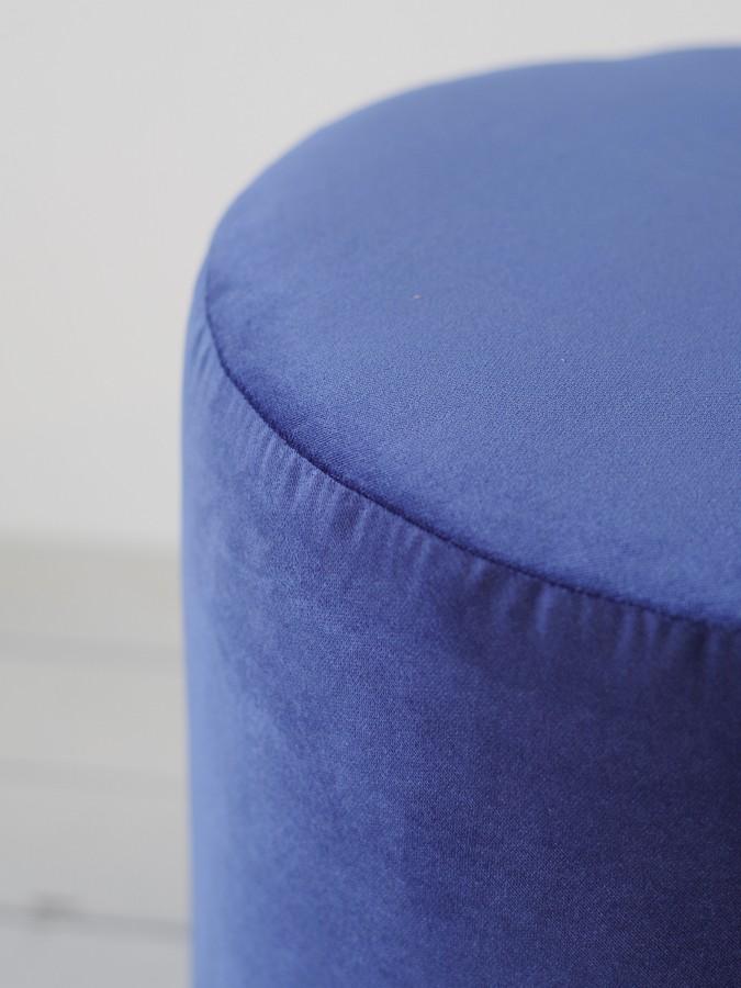 Set of Big Round pouf and wooden oak tray, dark blue